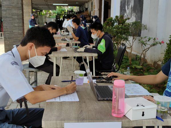 Vaksinasi COVID-19 di SMAIT Raudhatul Jannah Cilegon Bekerjasama dengan Puskesmas Kecamatan Cibeber